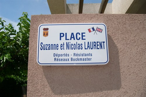 1. Place named in honour of M et Mme Laurent - 6 JUL 12.JPG